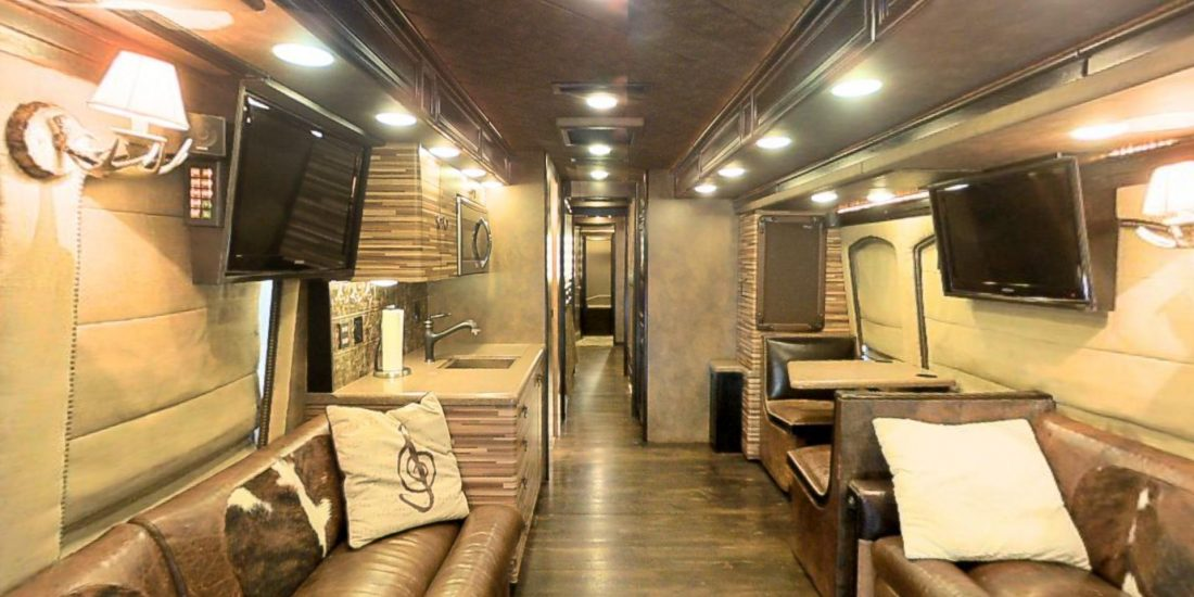 "Tour Virtuale in a ""tour bus"""